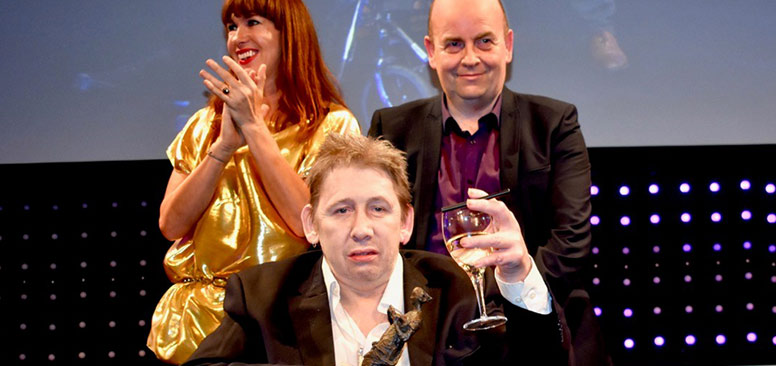 Shane-MacGowan-with-Ivor-Award